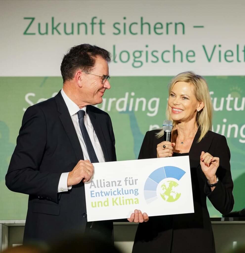 (c) Thomas Trutschel, photothek.de - Ernennung zur Botschafterin der Allianz für Entwicklung und Klima durch Bundesentwicklungsminister Dr. Gerd Müller am 16.12.2019 in Berlin